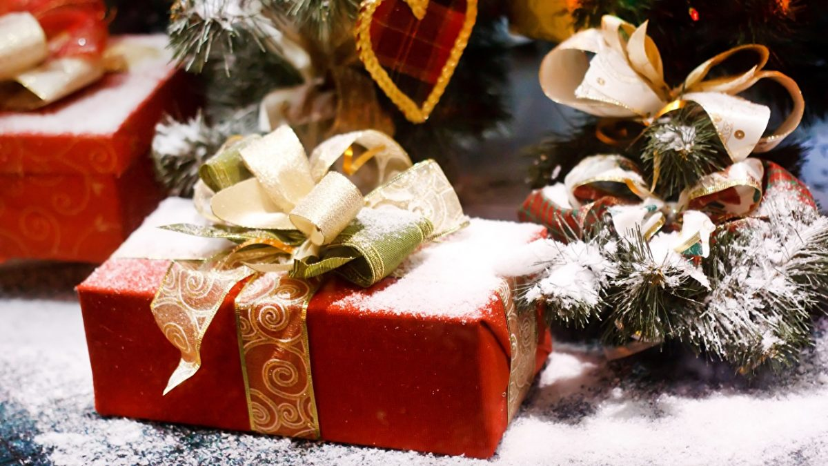 Gifts_Bowknot_Snow_558619_1280x720