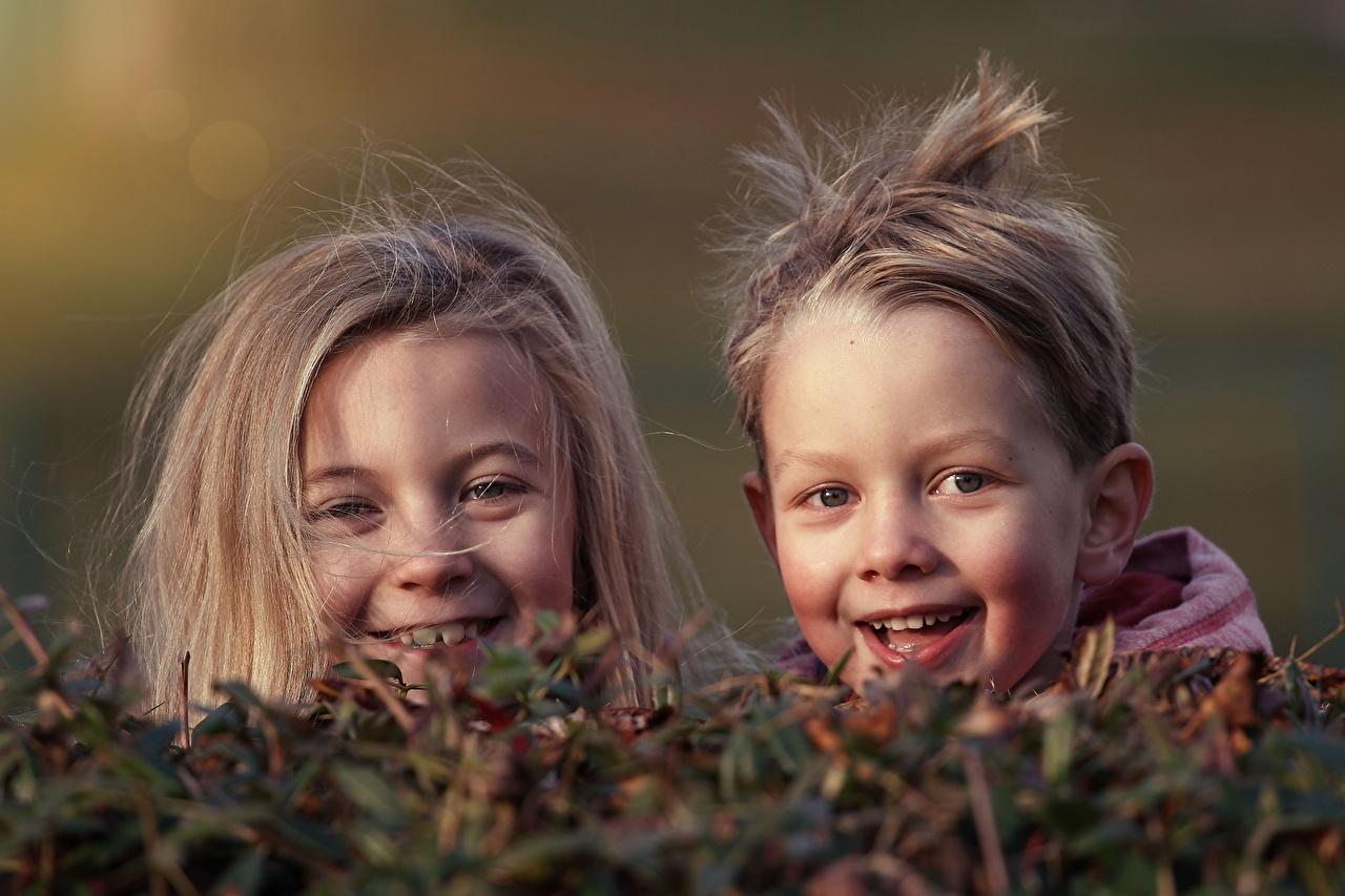 Head_Two_Little_girls_Boys_Glance_Joy_564650_1280x853