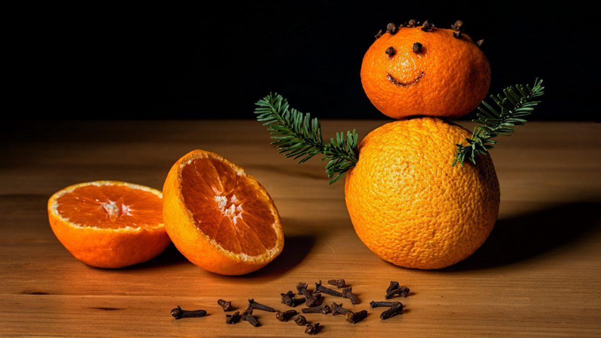 Orange_fruit_Christmas_Branches_Snowmen_576747_1280x720