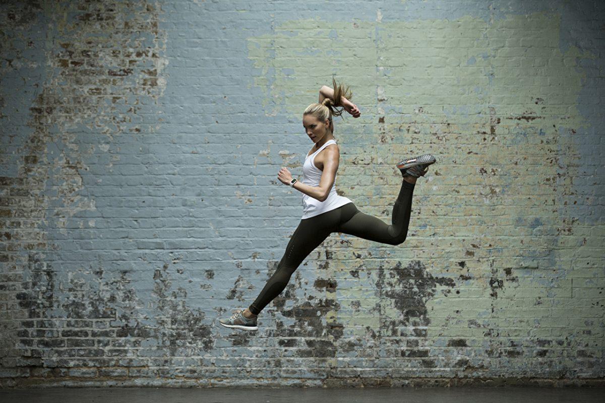 Jump_Brick_Wall_510974